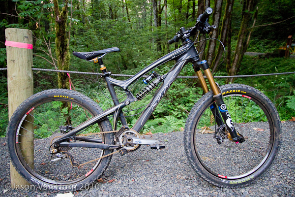 Santa Cruz Carbon Nomad with a capable all mountain build.