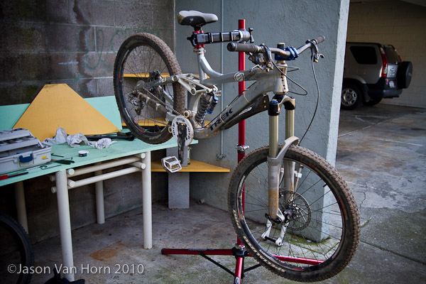 Even DH/ FR bikes are held securely with the Pro-Elite stand.