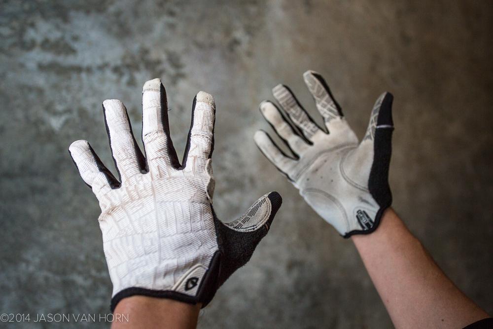 Giro DND Gloves in white.