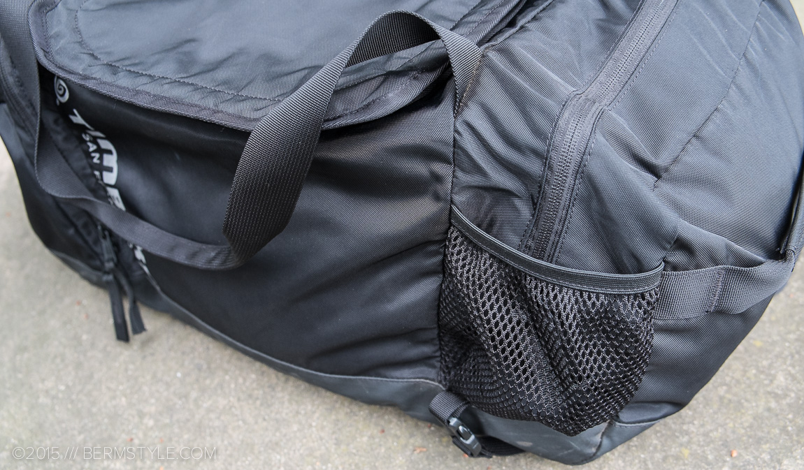 water bottle slots on the timbuk2 duffle bag