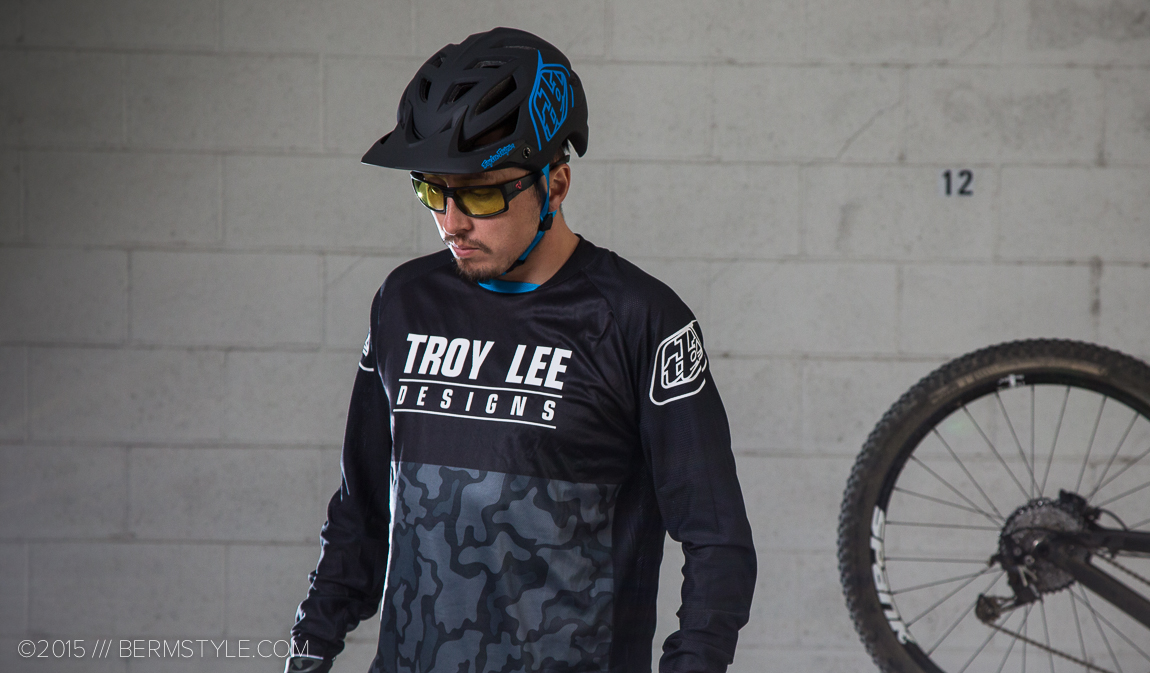 Troy Lee kit paired with the Ryders Thorn glasses