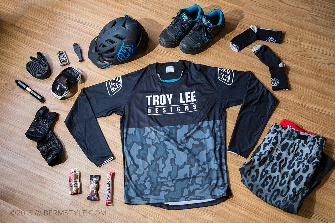 Troy Lee Designs Skyline Shorts, Sprint Jersey and A1 Helmet