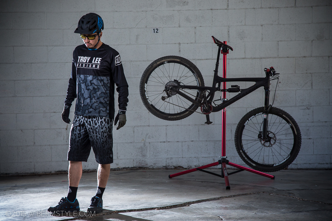Style Check: TLD Skyline Speeda Shorts & Sprint Ops Jersey