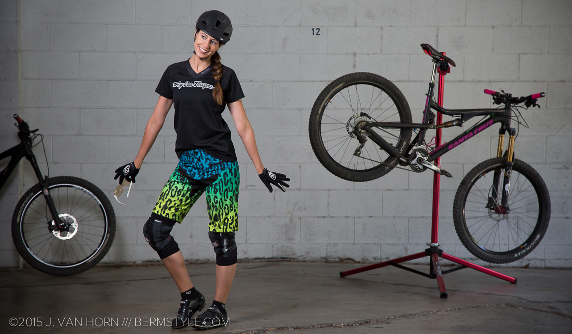Style Check: TLD Women's Skyline Speeda Trail Riding Kit