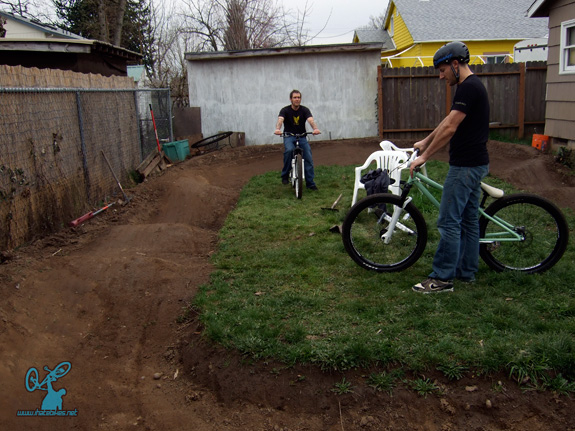 Jim-Bob's Pump track: Basic Loop Backyard Track
