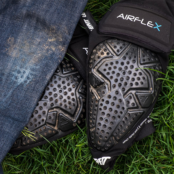 Review: Leatt Airflex Pro Knee Guard and Airflex Glove feauted image