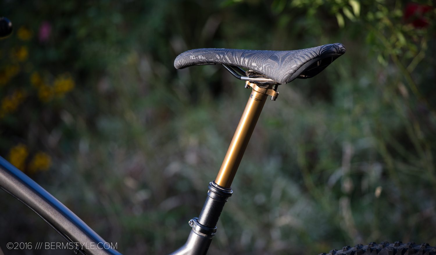 Fox's new Transfer Adjustable Height Seatpost paired with the Bel-Air Saddle from SDG Components.