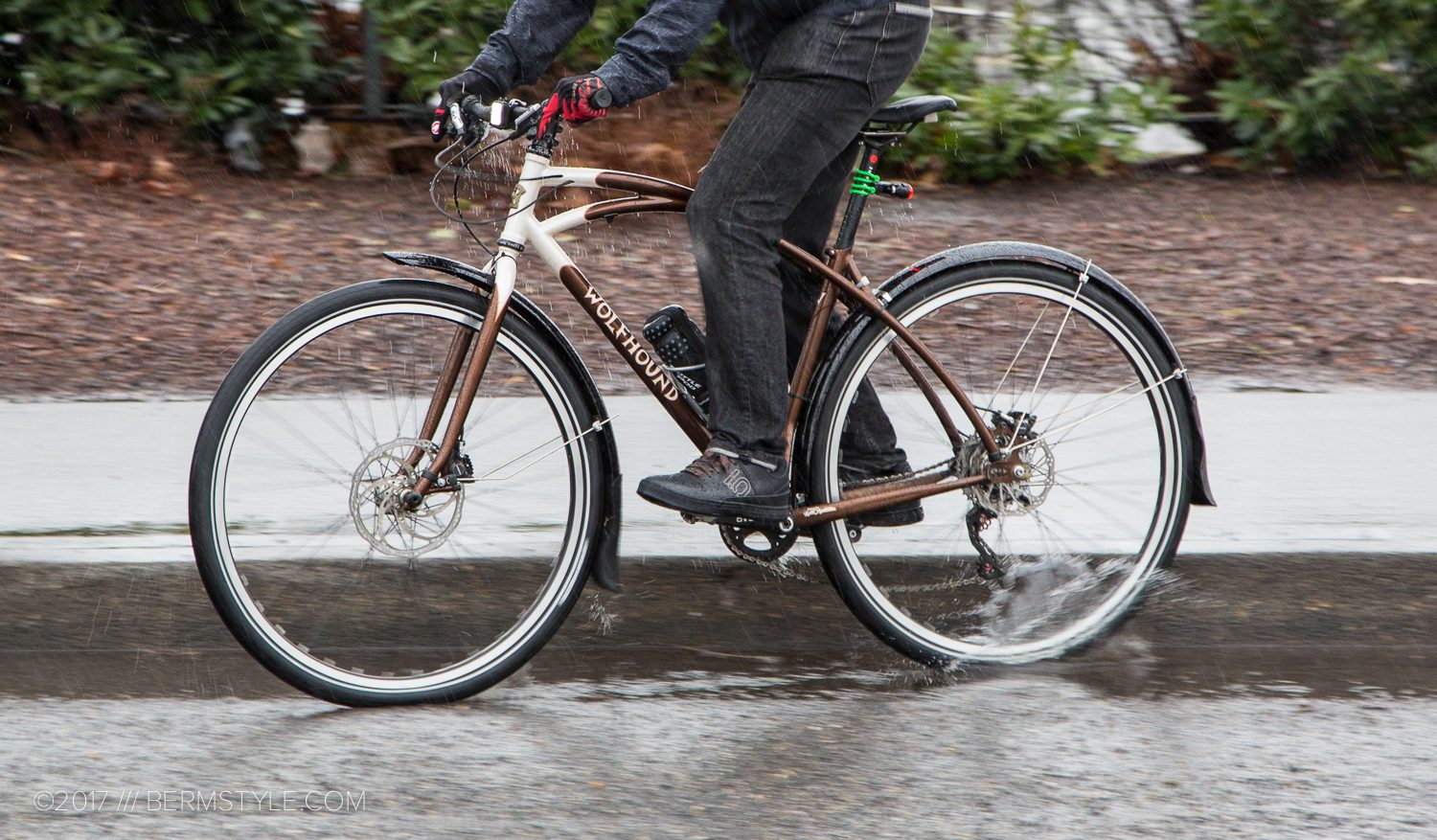 blackburn fenders on commuter bike