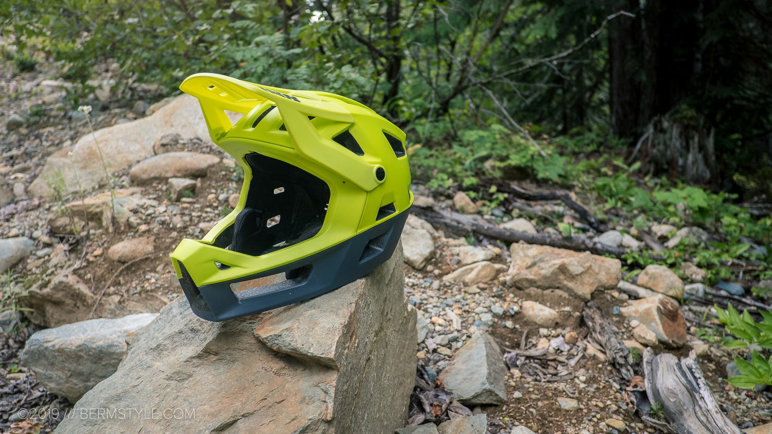 The iXS Trigger FF in Lime.
